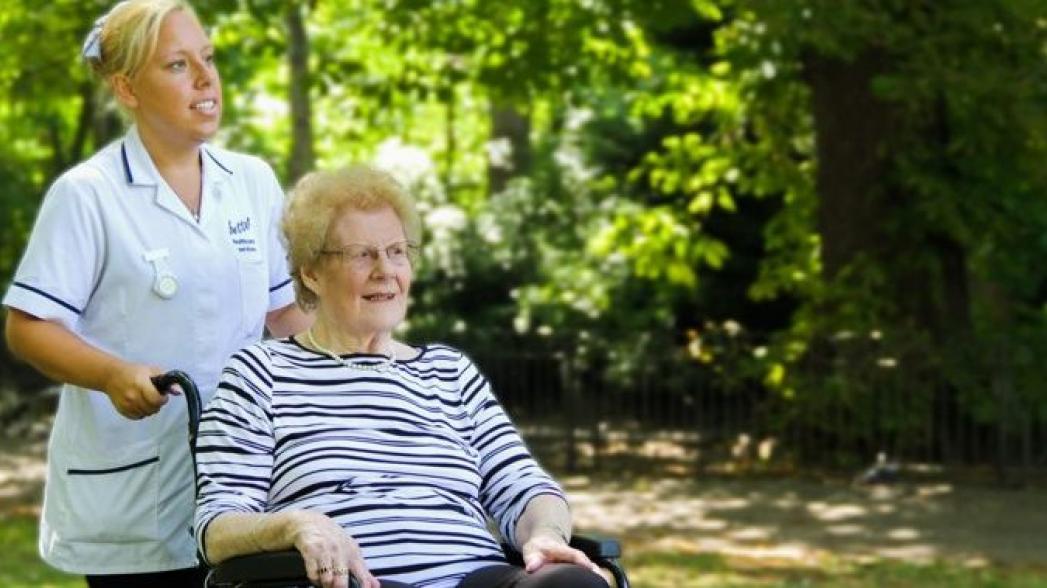 Внедрение телемедицины в домах престарелых может сэкономить NHS £1 млрд