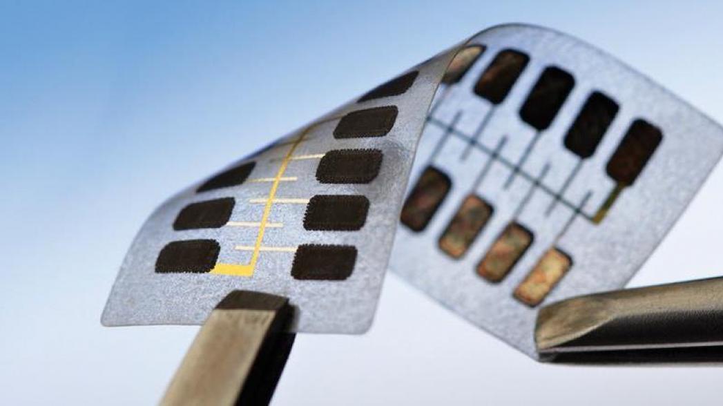 Прилепите микросхему к устройству