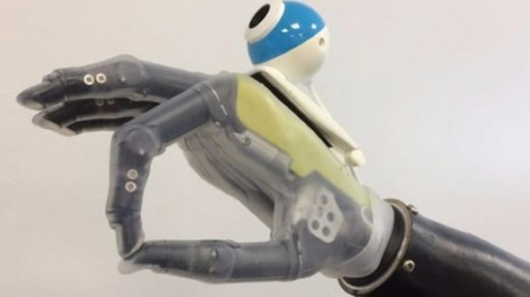Протез руки с искусственным интеллектом и зрением