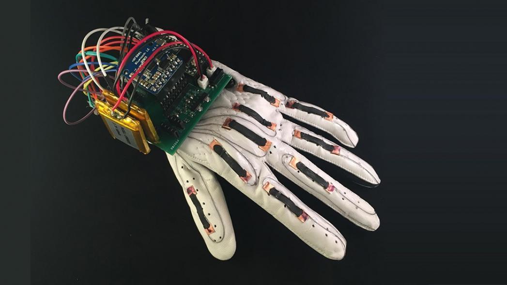 Перчатки для тренировок хирургов в виртуальной реальности