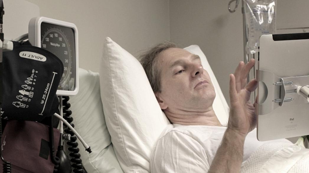 Планшет для пациента в больнице: что это дает?