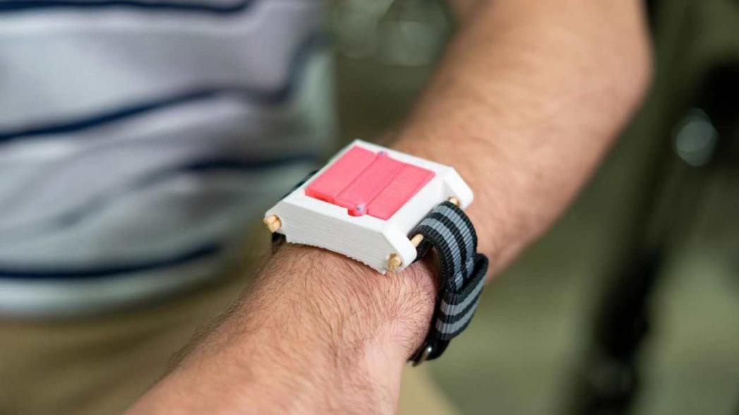 Носимый инжектор эпинефрина для остановки аллергических реакций