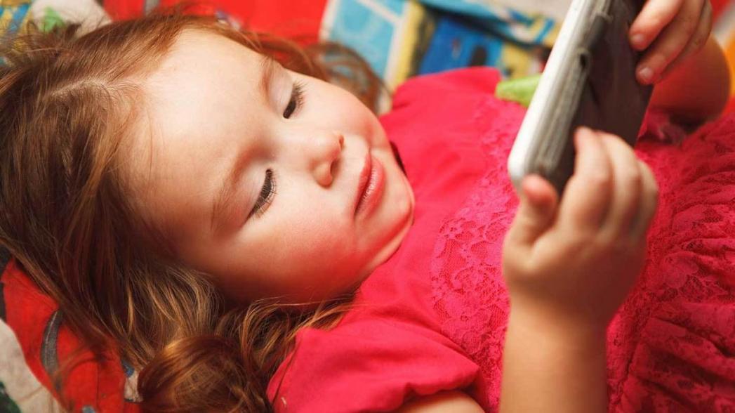 Оказалось, что смартфоны не представляют опасности для здоровья наших детей