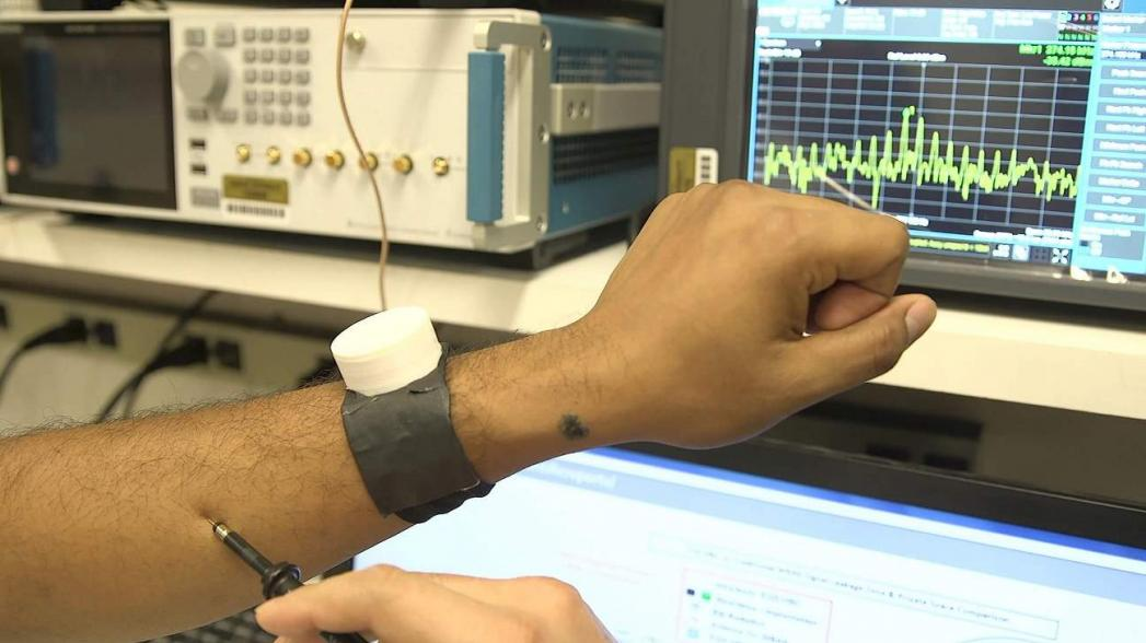 Часы, защищающие кардиостимулятор от хакеров